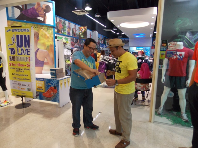 Unboxing with Mr. Cheah (Brooks Malaysia Managing Director)