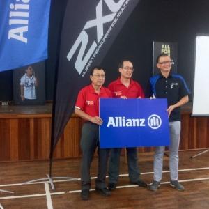 Far Right: En. Zakri Khir, CEO of Allianz Malaysia Berhad