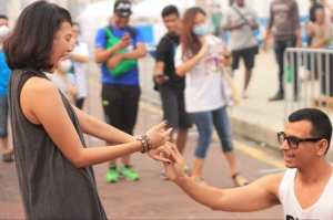 She said YES! Idrus Ahmad proposes to Trias Nuriartu at Dataran Merdeka in  front of friends and cheering fans of the cancelled Marathon.