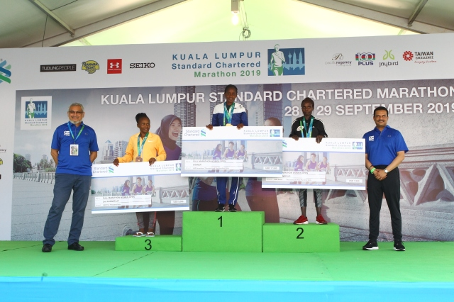 KLSCM2019 FM Women Open with Khalid Samad (far left) and Abrar A. Anwar (far right)